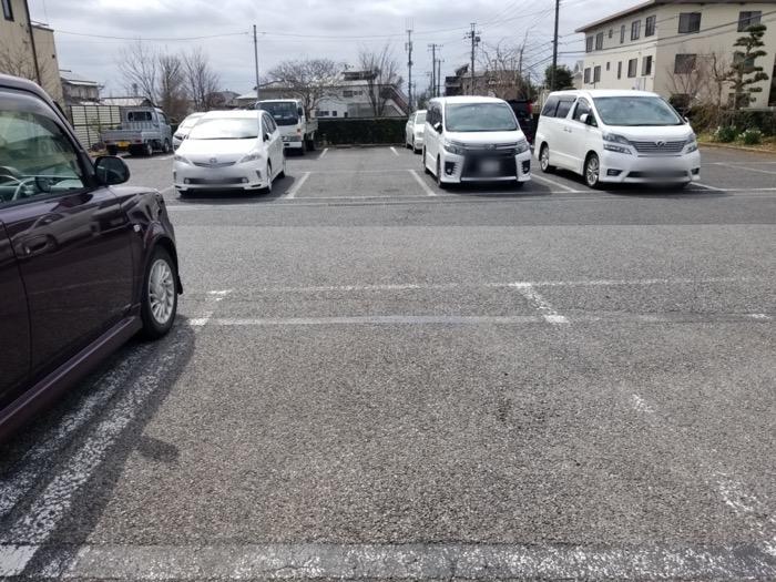 ヨシベー八千代店の駐車場